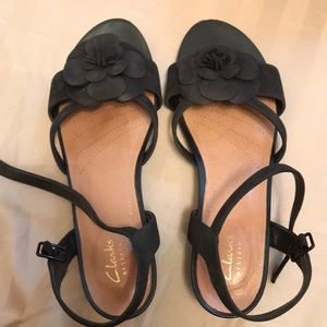 Clark's black sandals size 9